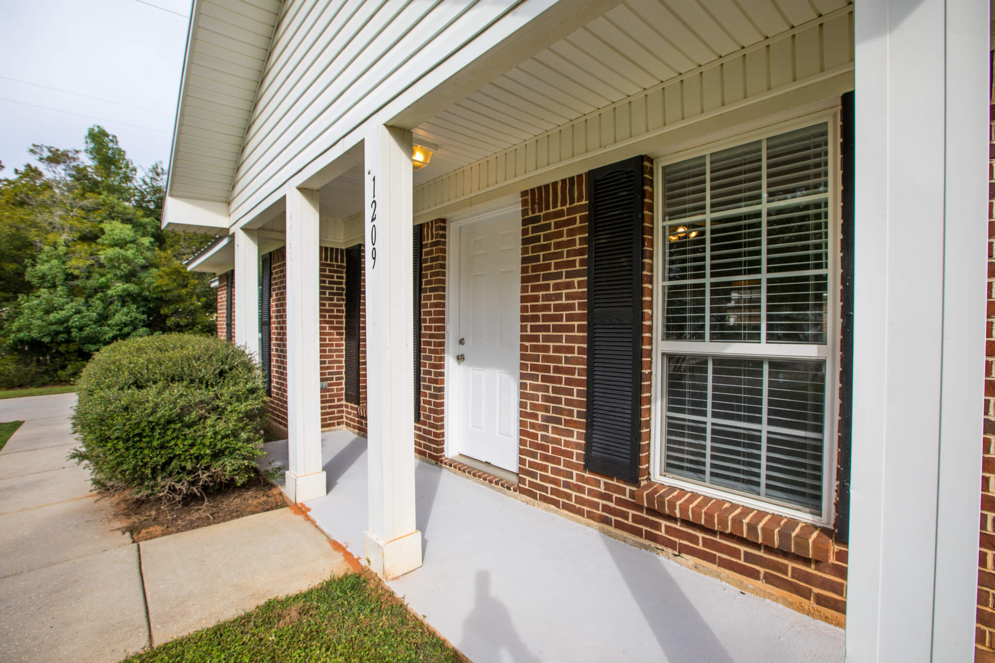South Pointe Apartment & Rental Homes - 1209 Springfield